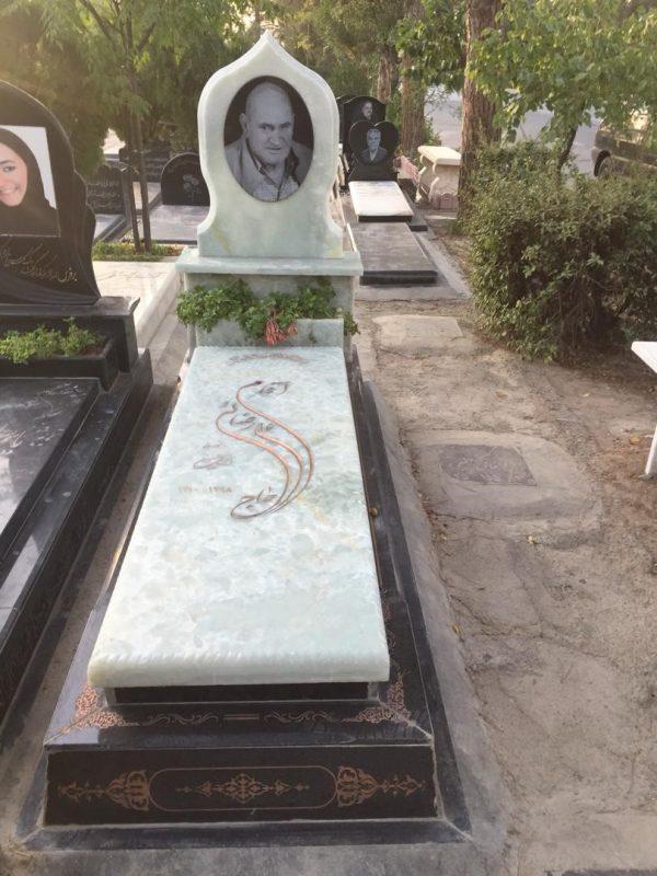 سنگ قبر مرمر سنگ قبر با استقامت بالا رنگ صورتی نارنجی سبز